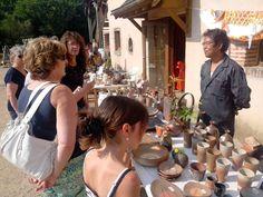 Marché de poteries et céramiques