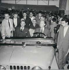 Presidente Juscelino Kubitschek em inauguração de fábrica da Willys Overland.