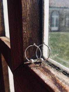 LA BOULE // Creolen // 925 Sterling Silber // Hoop earrings // Anhänger Perle aus Silber