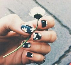 #black#flowers#cute#diy#nails#perfect