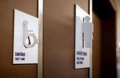 Série com imagens/referencias sobre design gráfico ambiental, com alguns elementosde projetos desinalização, mais especificamente elementos locacionais de sanitário. Hara Design Institute Fabio O…