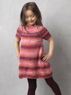 Få en strikkeopskrift på en fin kortærmet kjole til pigen Knitting For Kids, Free Knitting, Baby Knitting, Knitted Baby, Baby Barn, Knit Baby Dress, Loom Knitting Patterns, Kids And Parenting, Knit Crochet