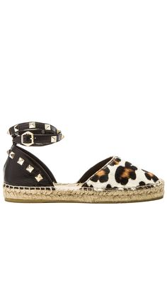 Ash Zania Cow Hair Sandal en Beige | REVOLVE