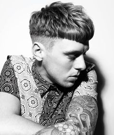 A variation on the undercut which, rather than slicking back the heavy top, brings the weight forward with precise cutting across the fringe for definition