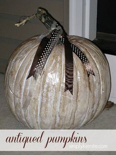 Antiqued Pumpkins are an easy and darling way to add rustic charm to your front porch or indoor fall decor. Use real or foam pumpkins!!  #pumpkins #halloween #fall #simplykierste {simplykierste.com}