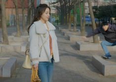 Kim Tae-Hee's fashion as Cha Yu-Ri in 'Hi Bye Mama' also caught the attention of fans thanks to her many totally stealable looks. Kim Tae Hee Fashion, Hijab Fashion, Korean Fashion, Knitted Coat, Hooded Cardigan, Episode 5, Korean Actresses, Her Style, Seventeen