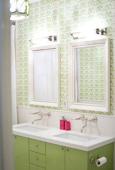 Such a sweet bathroom. Loving the green.