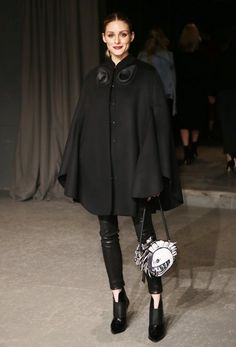 WHO: Olivia Palermo front row at Burberry show during London Fashion Week on February 20 2017 WHAT SHE WORE: Olivia wore black Burberry cape coat, black leather J Brand pants, black ankle booties from Jimmy Choo and black and white Burberry shoulder bag Olivia Palermo Lookbook, Olivia Palermo Style, Capsule Wardrobe, Danish Fashion, Spring Couture, Burberry Handbags, Burberry Bags, Black Ankle Booties, Wraps