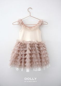 DOLLY by Le Petit Tom ® SHOULDER RUFFLED DRESS ballet pink. Light chiffon dance dress with laced trimmed ruffles and a comfortable body of stretch cotton.
