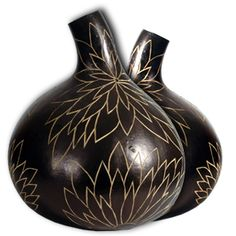 Decorative Gourds from Kenya. Calabash is certainly the first domesticated plant in Africa, prior to cereals like sorgho or millet. Calabash Gourd, Decorative Gourds, Nature Crafts, Art Nature, Painted Gourds, Gourd Art, Clay Pots, Pyrography, Flower Pots