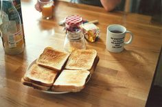nothing says good morning like toast and coffee Pause Café, Sunday Morning, Foggy Morning, Recipe Of The Day, Fresh Fruit, The Best, French Toast, Brunch, Food And Drink