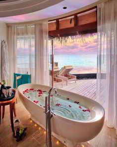 Featuring amazing places of the world! PC: 🤙🏼🌺🌴 Such beautiful bathtub views in the Maldives 🇲🇻 📸: Top 10 Hotels, Unique Hotels, Destin Hotels, Hotels And Resorts, Beautiful Places To Travel, Beautiful Hotels, Wonderful Places, Beautiful Sunset, Amazing Places