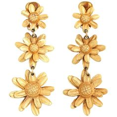 Triple Daisy Dangle Earrings Vintage Costume Jewelry, Vintage Jewelry, Platinum Earrings, Beaded Jewelry Designs, Cremation Jewelry, Three Dimensional, Dangle Earrings, Dangles, Fashion Jewelry