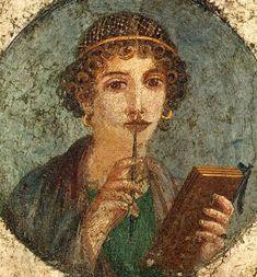 """Um afresco de Pompeia datado de aproximadamente do ano 50 de uma mulher que é conhecida como """"Sappho"""". Ele retrata uma mulher da alta sociedade, que está usando brincos de ouro, segurando um caderno e um lápis."""