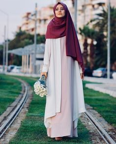 See More – Hijab Fashion 2020 Islamic Fashion, Muslim Fashion, Modest Fashion, Girl Fashion, Fashion Dresses, Muslim Girls, Muslim Women, Street Style Vintage, Estilo Abaya