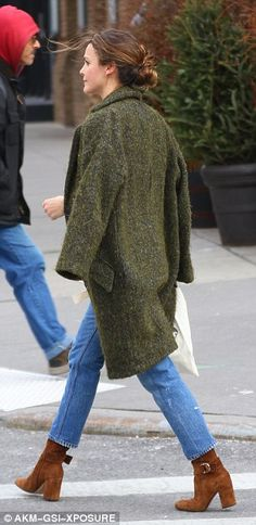 Keri Russell looks chic while on the move in New York City | Daily Mail Online