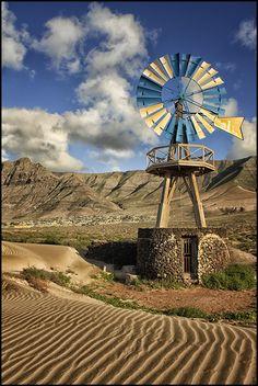 "Windmill near the ""Caleta de Famara"" beach in Lanzarote, Canary Islands, Spain - Leonardo Regoli Tenerife, Ibiza, Old Windmills, Spain And Portugal, Old Barns, Canary Islands, Spain Travel, Nature Pictures, Water Tower"