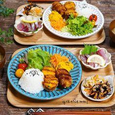 作り置き常備菜、やってみたいけど何を作ってどれだけ保存がきくのか、など分からずに躊躇している方へ!買い出しリストからレシピまで、1週間分の作り置き常備菜にチャレンジしてみましょう♡ Asian Recipes, Ethnic Recipes, Balanced Meals, Food Design, Food Plating, Japanese Food, Easy Meals, Food And Drink, Cooking Recipes