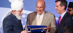 [PIC] Khalifa of Islam Hadhrat Mirza Masroor Ahmad presented with key to Los Angeles