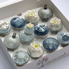 The designs for cupcakes that are provided here are the ones which will definitely convince you to try out a few of them. Cupcakes make the mouth water. Fondant Cupcakes, Yummy Cupcakes, Mini Cupcakes, Cupcake Cakes, Cupcake Toppers, Pastel Cupcakes, Pretty Cupcakes, Flower Cupcakes, Themed Cupcakes