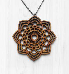 Mandala declaración collar collar de madera corte por alysonprete