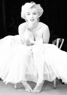 Marilyn Monroe Monochrome Photo Print 10 Size - 210 x - x Marilyn Monroe Outfits, Actor Studio, Gentlemen Prefer Blondes, Popular Actresses, Columbia Pictures, Norma Jeane, Hollywood Stars, Hollywood Icons, Hollywood Glamour