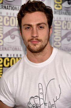 Chris Evans & Aaron Taylor-Johnson Get Touchy Feely at 'Avengers' Comic-Con Panel!: Photo Chris Evans goes in for a grab of Aaron Taylor-Johnson at the Avengers: Age Of Ultron panel held during 2014 Comic-Con on Saturday (July in Hall H at the Convention… Aaron Taylor Johnson Avengers, Aaron Johnson Taylor, Aaron Taylor Johnson Shirtless, Adam Taylor, Tyler Johnson, George Clooney, Iron Man, Avengers Comics, Avengers Age