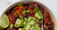 Smoky Black Bean and Sweet Potato Chili ~ Weight Watchers 7 Smart Points. Ww Recipes, Chili Recipes, Soup Recipes, Great Recipes, Vegetarian Recipes, Dinner Recipes, Cooking Recipes, Favorite Recipes, Healthy Recipes