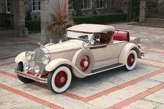 1929 Packard Model 640 Custom Eight Roadster. This car resides on the 140 inch wheelbase; the Deluxe Eight rode on the 145 inch wheelbase. These late twenties/early thirties Packard roadsters are among my favorite Classic Era cars.