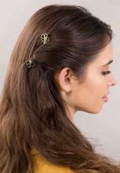 Delicate golden flower design in a super strong bobby pin. Beautiful and durable; the perfect accessory for all your favorite hairstyles! Gaddiel ~ from Lilla Rose Bobby Pin Hairstyles, Side Hairstyles, Unique Hairstyles, Medium Hair Styles, Curly Hair Styles, Long Hair Wedding Styles, Hairdo Wedding, Roll Hairstyle, Rose Hair