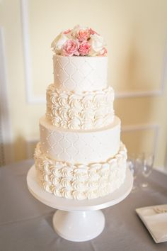 www.ashleycakes.com    // love this idea of alternating frosting patterns to add interest.