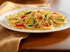 Looking for an authentic Italian recipe? Try Barilla's step-by-step recipe for Barilla® Protein+™ Spaghetti with Zucchini & Roasted Red Bell Peppers for a delicious meal! Barilla Recipes, Yummy Pasta Recipes, Dinner Recipes Easy Quick, Healthy Dinner Recipes, Delicious Meals, Healthy Meals, Chicken Recipes, Roasted Peppers, High Protein Recipes
