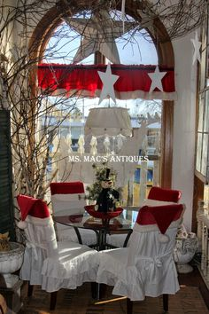 Holiday Decorating at Ms. Mac's Antiques, Janesville, MN store. #msmacsantiques