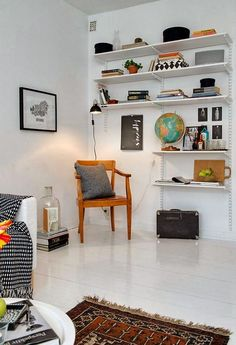 wall mounted adjustable basic shelf in living room