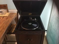 """ANTIQUE """" ITONIA """" WIND UP STANDING GRAMAPHONE"""