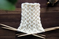 In this story you will find a variety of instructions to knit your usual . Lace Knitting, Knitting Socks, Knitting Stitches, Knitting Patterns, Knit Crochet, Knitted Hats, Woolen Socks, Knit Art, Patterned Socks