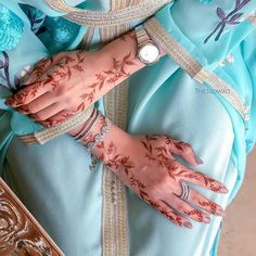 سيدات الامارات (@uaewomen2020) • Instagram photos and videos Tribal Henna Designs, Mehndi Designs Finger, Khafif Mehndi Design, Henna Tattoo Designs Simple, Henna Designs Feet, Arabic Henna Designs, Indian Mehndi Designs, Stylish Mehndi Designs, Wedding Mehndi Designs