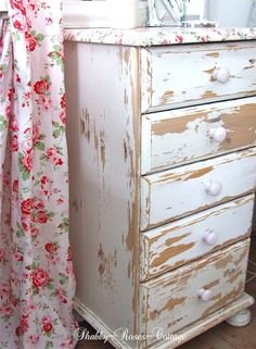 Shabby-Roses-Cottage: Chest of drawers remake. Diy Garden Furniture, Homemade Furniture, Cottage Furniture, Diy Furniture Projects, Cool Furniture, Painted Furniture, Cottage Style Decor, Shabby Chic Cottage, Diy Projects Kitchen Cabinets