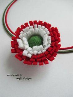 Kokárda 1 Felt Crafts, Diy And Crafts, Arts And Crafts, Baba Marta, Folk Embroidery, Republic Day, Textiles, Felt Art, Independence Day