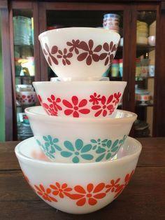 Vintage 4 Pyrex Agee Crown Flower Australian Mixing / Nesting Bowl Set Rare Nice #Pyrex