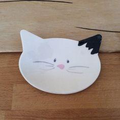 Petite coupelle en forme  de petite tête de chat de en céramique