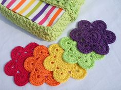 All Colors Flower Coasters By Sylvie Sirugue - Free Crochet Pattern - (ravelry) Crochet Coaster Pattern, Crochet Motif, Crochet Doilies, Crochet Flowers, Crochet Stitches, Crochet Home, Diy Crochet, Crochet Crafts, Crochet Projects