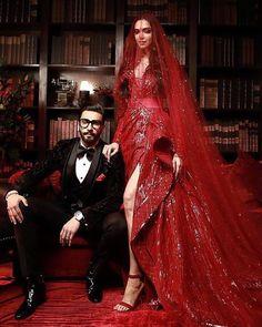 Have they outshined the newlywed bride? But they are the best-dressed Bollywood actresses at Deepika Padukone - Ranveer Singh wedding reception held at Grand Hyatt Mumbai. Deepika Ranveer, Deepika Padukone Style, Ranveer Singh, Shraddha Kapoor, Aishwarya Rai, Ranbir Kapoor, Sonakshi Sinha, Shahrukh Khan, Bollywood Couples
