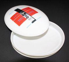 Isabel Braga Caixa oval de porcelana Edição aberta com 2 cores, executada na oficina desde 2013.