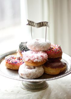 cake toppers are simple addition to birthday cakes, cupcakes, wedding cakes and other treats. Easy diy pom-poms as cake topper. Donut Party, Tea Party, C'est Bon, Recipe Of The Day, Eat Cake, Love Food, Cake Toppers, Delicious Desserts, The Best