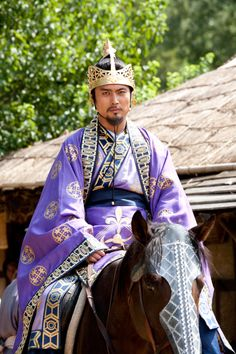 Kim Beopmin, later King Munmu, 30th ruler of Silla, played by Lee Jong-soo in The Great King's Dream (대왕의 꿈) (2013 #KDrama) #CostumeDrama