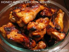 Paleo Honey-Garlic Chicken Wings // Wowowow these were AMAZING! They were so sticky and sweet and foodgasmic. I love finding Paleo recipes that are just as good, if not BETTER, than non-Paleo recipes! Autoimmun Paleo, Paleo Honey, Dieta Paleo, How To Eat Paleo, Paleo Recipes, Whole Food Recipes, Cooking Recipes, Going Paleo, Honey Bbq