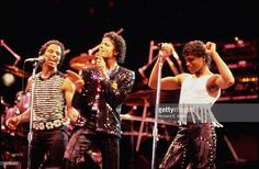 GARDEN Photo of Randy JACKSON and Michael JACKSON and Marlon JACKSON and JACKSON FIVE, L-R Marlon, Michael and Randy Jackson performing on stage - Jackson 5 Victory Tour