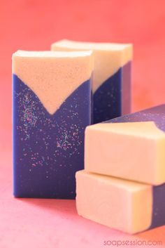 Limited translation tools and good photographs on how to make this soap shape. Using a V-shape made from a milk carton, the soap is poured to fill under the V. 24 hours later the form is removed and filled with the next soap layer. Beautiful bars!