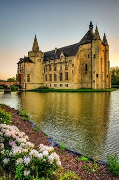 Golden Hour at Laarne Castle, Belgium. I would like to build my own castle on my private Island one day !! This would be the perfect architecture, just different colors. Im in absolute love ! ^.^
